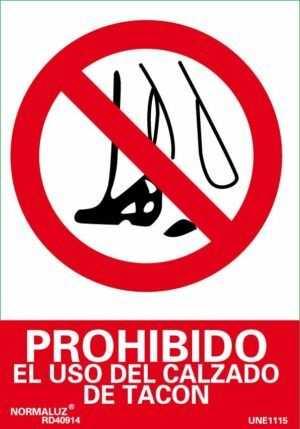 Prohibido el uso del calzado de tacón