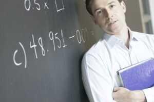 Evaluación del desempeño docente, estrés y burnout en Profesores universitarios