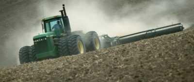 Tres meses de cárcel y 1.890 euros por la muerte de un empleado tras caer de un tractor