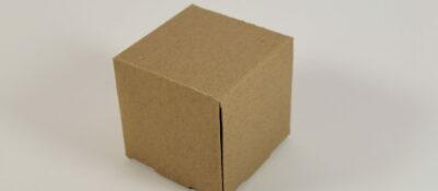 Accidente laboral un dolor de rodilla al agacharse a coger una caja